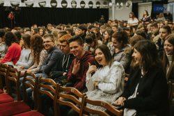 Uczniowie z Zana na wycieczce do teatru